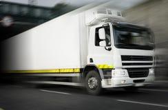 De Vrachtwagen van de ijskast in motie Royalty-vrije Stock Foto