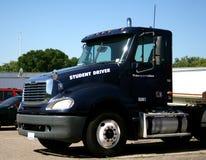 De vrachtwagen van de leerling-automobilist stock afbeelding
