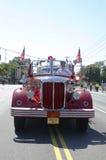 1950 de vrachtwagen van de Mackintoshbrand van Huntington-Manorbrandweerkorps bij parade in Huntington, New York Stock Afbeelding