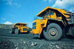 De vrachtwagen van de mijnbouwstortplaats Stock Afbeelding