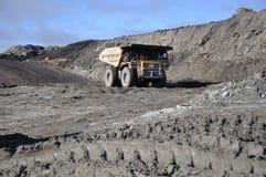 De vrachtwagen van de steenkool stock afbeelding