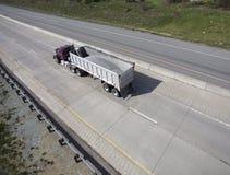Stortplaatsvrachtwagen stock fotografie
