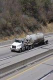 De Vrachtwagen van de tanker stock foto's