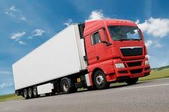 De vrachtwagen van de vracht op weg stock foto