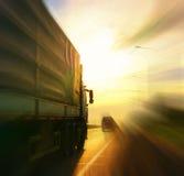 De vrachtwagen van het de routeonduidelijke beeld van de de zomerweg Royalty-vrije Stock Foto's