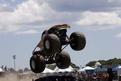 De Vrachtwagen van het monster bij Auto toont Stock Foto's