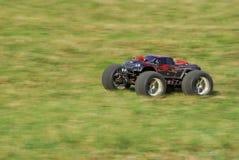 De vrachtwagen van het monster met dubbele elektrische motor Stock Foto's