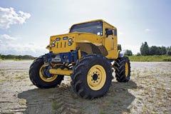 De vrachtwagen van het monster vóór de concurrentie Royalty-vrije Stock Foto's