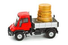 De vrachtwagen van het stuk speelgoed met geld Stock Afbeeldingen