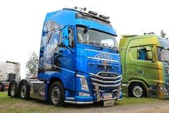 De Vrachtwagen van Volvo FH500 van Puurunen Finland 100 Jaar Royalty-vrije Stock Foto