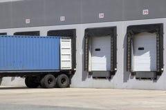 De vrachtwagenlading van het pakhuis Royalty-vrije Stock Afbeeldingen