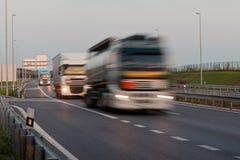 Lopende vrachtwagens Royalty-vrije Stock Foto's