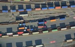 De Vrachtwagens en de Treinen van de vracht Stock Foto