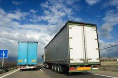 De vrachtwagens van de levering Stock Afbeeldingen