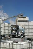 De vrachtwagens van het cement het laden Royalty-vrije Stock Foto's