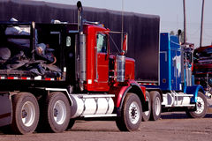 De vrachtwagens van het staal royalty-vrije stock afbeelding