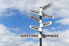 De vragen en de Antwoorden voorzien van wegwijzers Stock Afbeeldingen