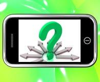 De Vragen van vraagmark on smartphone shows asking Stock Afbeelding