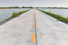 De vreedzame en rustige enige directe manier van de steegweg aan het overzees, va Stock Foto
