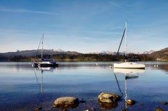 Mening van Meer Windermere met twee boten Stock Foto
