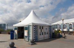 De Vreedzame Meridiaan van het festivaldorp. Stock Foto
