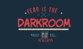 De vrees is de donkere kamer waar de negatieven worden ontwikkeld stock illustratie