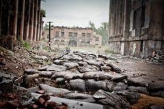 De vrees Rusland, vuil landschap van de oorlogsverwoesting, nat, geboortestad Stock Afbeeldingen
