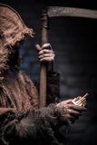 De vreselijke dood met zeis wacht op roker Royalty-vrije Stock Fotografie