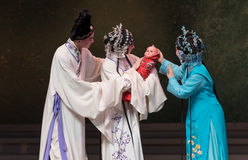 """De vreugde van de bevalling-achtste handeling die nieuw krijgen - geboren kind-Kunqu Opera""""Madame Witte Snake† Stock Fotografie"""