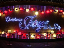 De Vreugde van Kerstmis bij de Stad van Vivo Stock Foto's