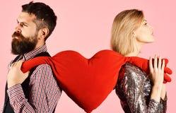 De vriend en het meisje hebben onderbreking Verhouding en valentijnskaartendag stock foto's