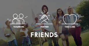 De vrienden assoiëren nemen het Concept van het Zorggroepswerk Stock Foto