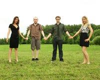 De vrienden houden voor handen openlucht Stock Fotografie