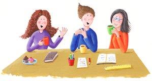 De vrienden spreken en drinken thee Royalty-vrije Stock Foto