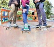 De vrienden van Skateboarders stock afbeelding
