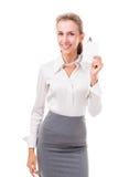 De vriendschappelijke bureaumanager (de werknemersdiensten) toont haar kenteken royalty-vrije stock afbeelding