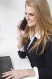 De vriendschappelijke persoon van de klantendienst op telefoon Royalty-vrije Stock Afbeelding