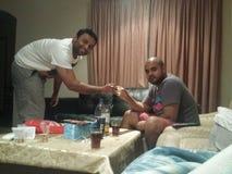 De vriendschapsalcoholische drank juicht alvorens te vertrekken toe Royalty-vrije Stock Foto's
