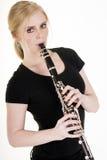 De vrij Blonde Vrouw het Spelen Witte Bedelaars van Klarinet Muzikale Prestaties royalty-vrije stock afbeeldingen