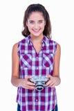 De vrij donkerbruine camera van de holdingsfoto Royalty-vrije Stock Afbeeldingen