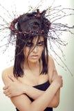 De vrij donkerbruine vrouw met maakt omhoog als demon Stock Foto