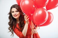 De vrij jonge vrouw in rode kleding viert royalty-vrije stock afbeeldingen