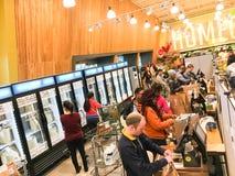 De vrije, van twee uur levering van Amazonië van Whole Foods aan Eerste leden Royalty-vrije Stock Foto's