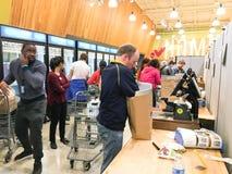 De vrije, van twee uur levering van Amazonië van Whole Foods aan Eerste leden Stock Foto