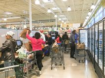 De vrije, van twee uur levering van Amazonië van Whole Foods aan Eerste leden Stock Foto's
