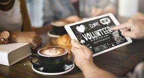 De vrijwilliger schenkt geeft Liefdadigheidsconcept stock foto