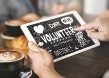 De vrijwilliger schenkt geeft Liefdadigheidsconcept stock afbeeldingen