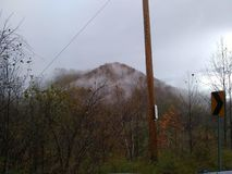 De vroege bergen van Kentucky van de provincie van de ochtendklei na regen royalty-vrije stock fotografie