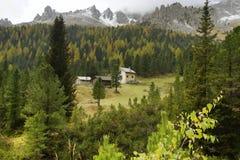 De vroege herfst in het Dolomiet Royalty-vrije Stock Afbeeldingen