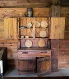 De vroege keukenkast van Kolonisten. Stock Fotografie
